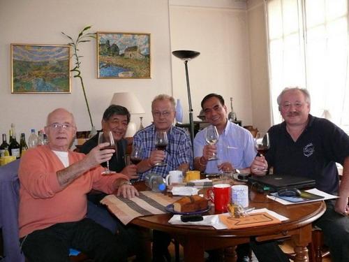 réunion du comité constitutif du nouveau chapitre Dimasalang-Ile de France avec Michel Poitevin, Carlos Arnaldo, votre serviteur, Leo Mojica et Bernard Pot