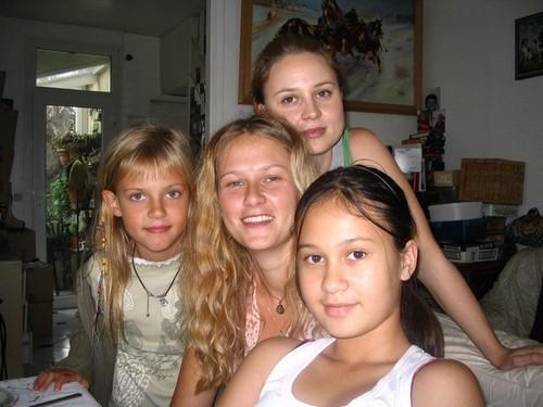 Céleste, Elvire, Claire, Aliénor (les cousines Hermans)