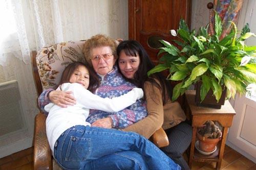 Aliénor Hermans ma fille cadette, Renée-Camille Hermans ma mère, Felisa Hermans (Inday) mon épouse