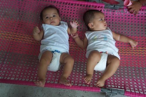 Les jumelles Tracy et Trena (leur père Angelo Delalamon, frère cadet de mon beau-père, est décédé avant leur naissance)