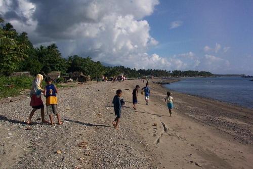 Notre plage avec au loin Taroc, le village de mon épouse