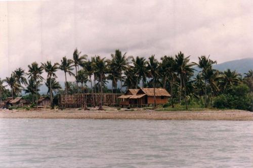 La plage de Kayag ang que j'ai offerte en cadeau à mon épouse avant notre mariage avec la maison en construction et les deux bungalows détruits depuis par un typhon