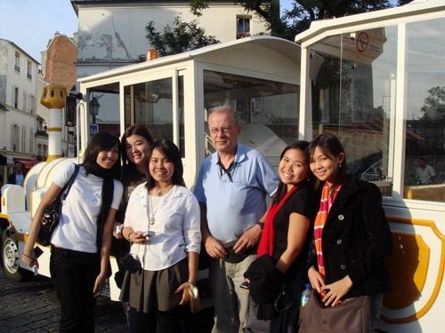 Avec des étudiantes pinays à Montmartre